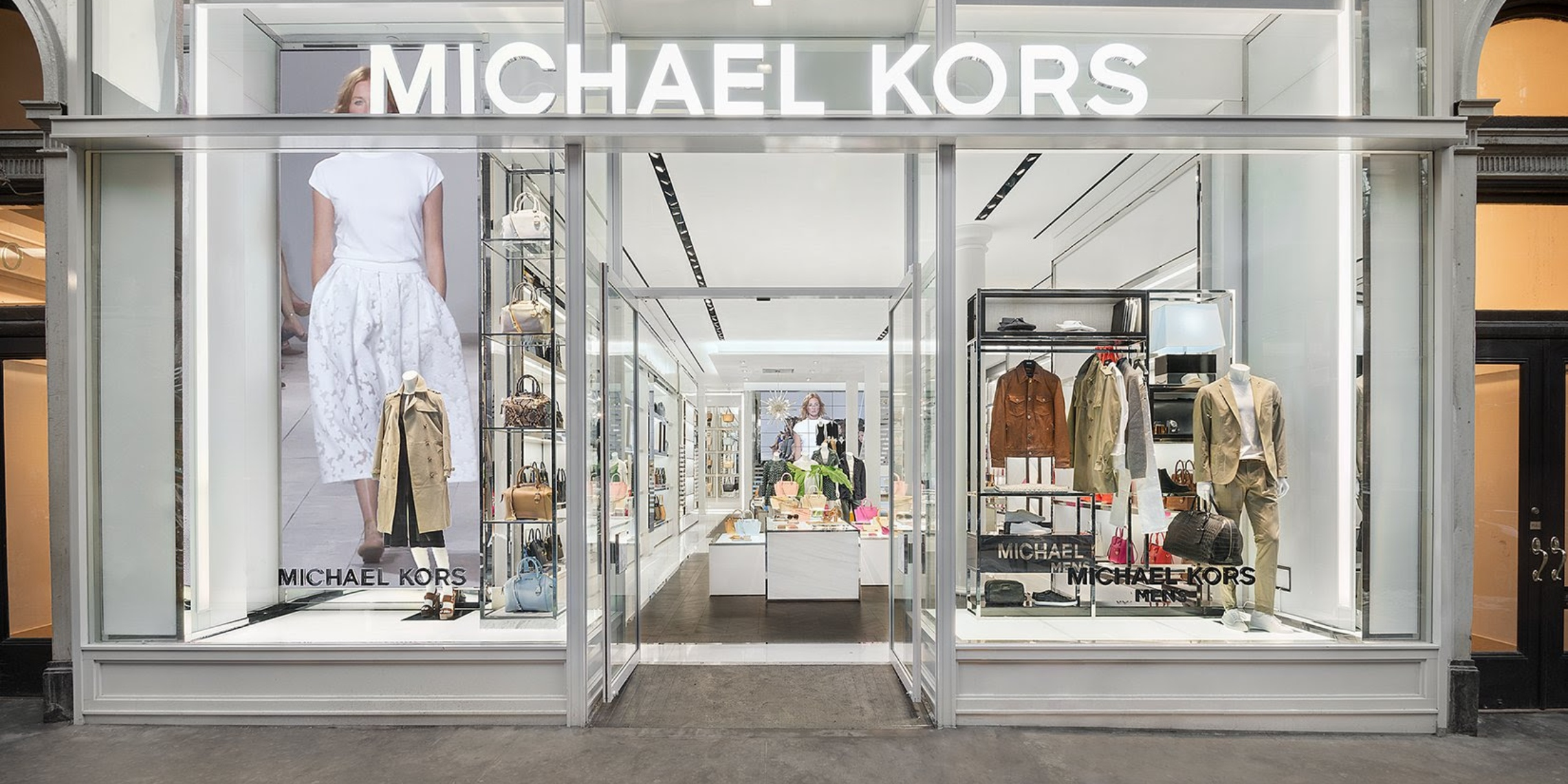 MICHAEL KORS: USA online shop for jet set luxury: designer handbags, watches, shoes, clothing & more. Receive free shipping and returns