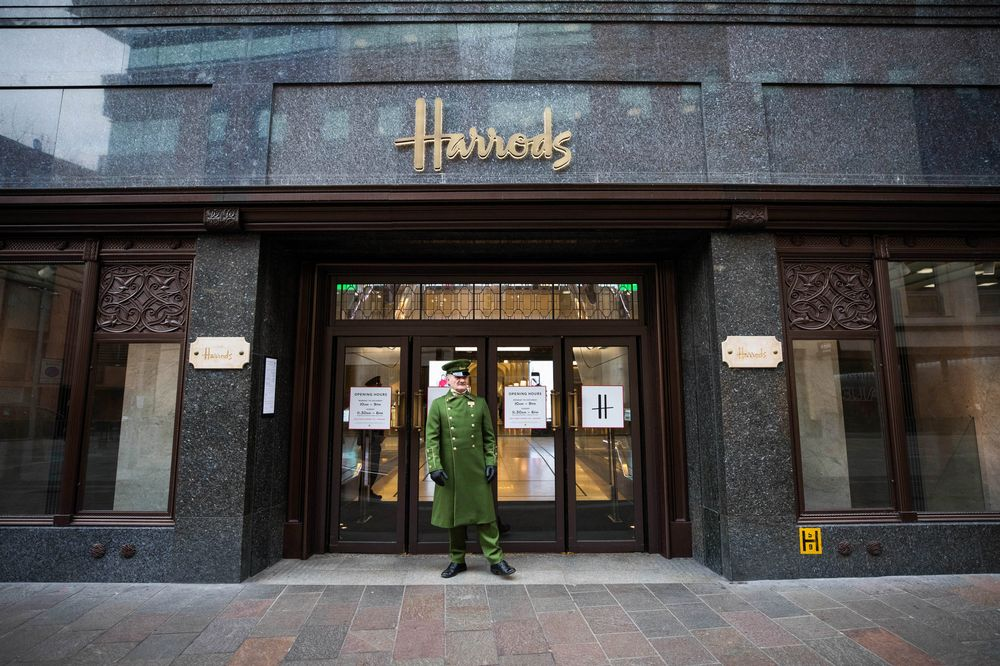 HARRODS: Home to over 5000 brands, shop designer fashion and accessories, luxury beauty, fine jewelry and watches, food, furniture and more – in-store and online.