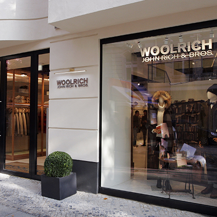 WOOLRICH: Winter Sale – Get up to 40% off.
